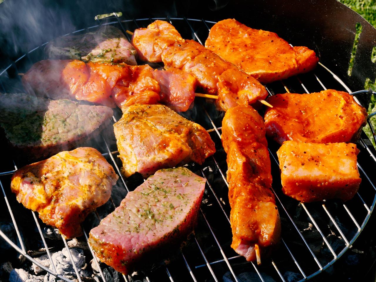 BBQグリルで焼く肉